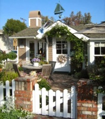 tiny-California-cottage