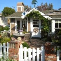 tiny-California-cottage