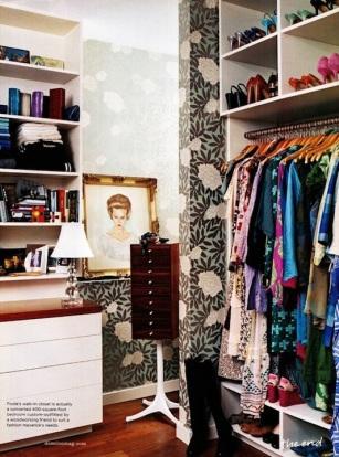 domino-wallpaper-closet